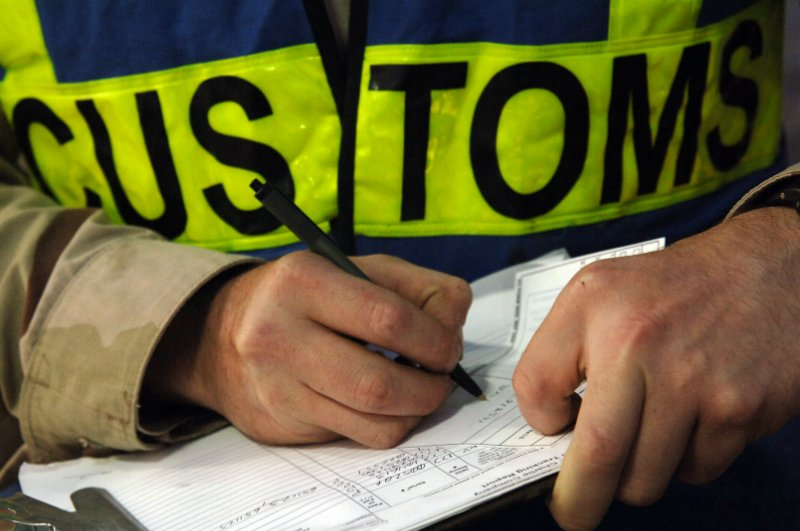 customs_border_clearance_agent_800